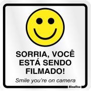 """Placa de Poliestireno """"Sorria Você Esta Sendo Filmado """" 25cm x 15cm Branco - Sinalize"""