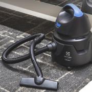 Aspirador de Pó e Água Electrolux 1250W 220V 5 Litros Preto - AWD01