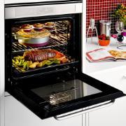 Forno de embutir elétrico Brastemp 67 litros cor Inox com função ar forçado e painel touch