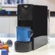Cafeteira Elétrica Nespresso Essenza Mini C30-BR3-BK-NE - 220V - Preta