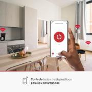 Sala ambientada mostrando os dispositivos que a tomada smart controla