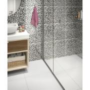 Imagem do revestimento tipo a cariri preto na parede de um banheiro